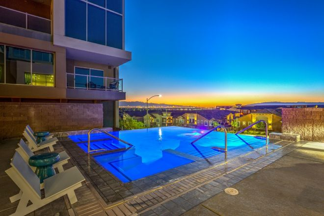 Vantage-Lofts-Pool-25-1030x687
